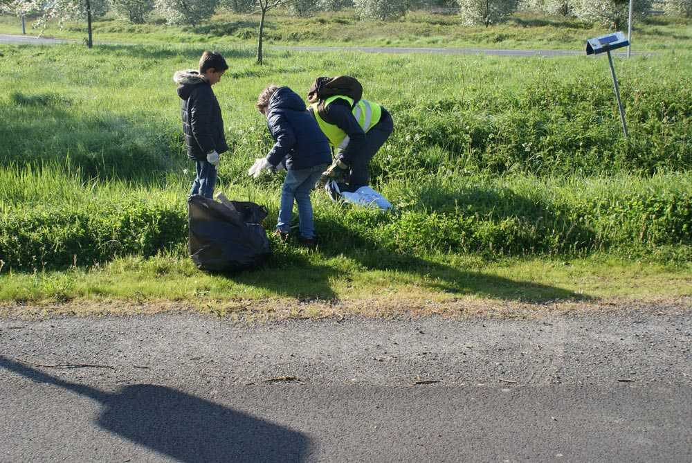 Nettoyage de printemps d veloppement durable enfance for Piscine basse goulaine ouverture